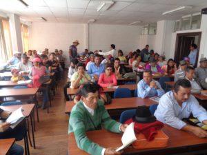Dirigentes de la FEUNASSC participan en el taller.