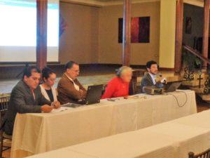 De izquierda a derecha: Dr. Fausto Zaruma, Dra. Cristina Farfán, Juan Cuvi, Dra. Flor Ma. Salazar, Pablo Iturralde.